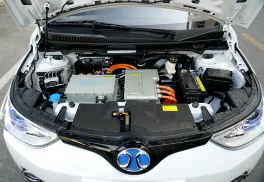 冬季微型纯电动汽车选谁?评测EC200、iEV6E